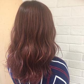 外国人風 ベージュ ピンクアッシュ ハイライト ヘアスタイルや髪型の写真・画像