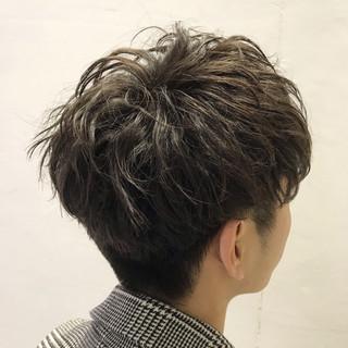 メンズカジュアル メンズマッシュ メンズカット ナチュラル ヘアスタイルや髪型の写真・画像