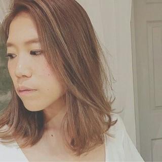 セミロング グレージュ モード 外国人風 ヘアスタイルや髪型の写真・画像