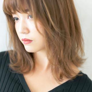 ミディアムレイヤー ミディアム 波ウェーブ ウルフカット ヘアスタイルや髪型の写真・画像