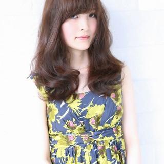 前髪あり フェミニン ゆるふわ 大人かわいい ヘアスタイルや髪型の写真・画像