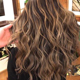 ロング アンニュイほつれヘア 外国人風 コントラストハイライト ヘアスタイルや髪型の写真・画像