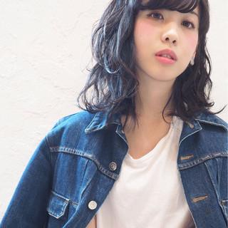 レイヤーカット 黒髪 ミディアム ウェットヘア ヘアスタイルや髪型の写真・画像