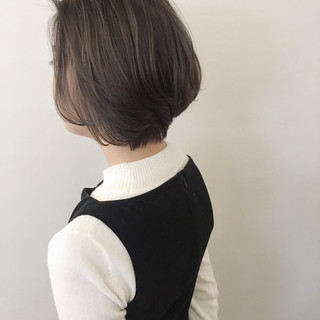 ショートヘア アンニュイほつれヘア オフィス ショートボブ ヘアスタイルや髪型の写真・画像