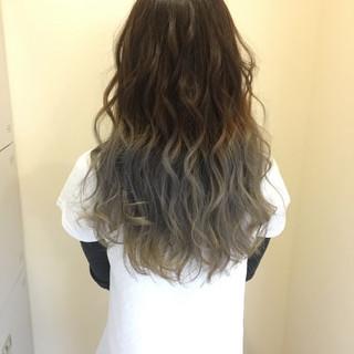 グラデーションカラー 透明感 波ウェーブ エレガント ヘアスタイルや髪型の写真・画像 ヘアスタイルや髪型の写真・画像