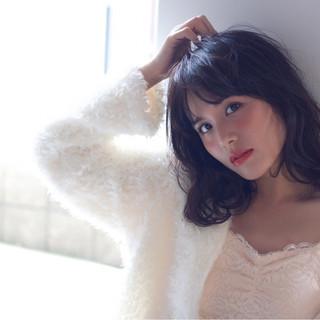ミディアム 冬 ガーリー フェミニン ヘアスタイルや髪型の写真・画像