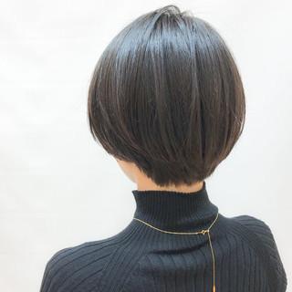 オフィス ショートボブ 大人かわいい ナチュラル ヘアスタイルや髪型の写真・画像