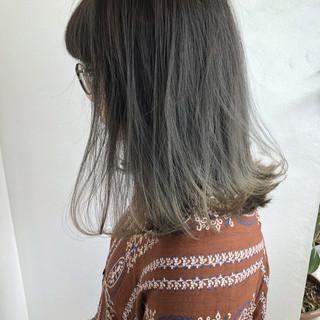 色気 切りっぱなし ショート グレージュ ヘアスタイルや髪型の写真・画像