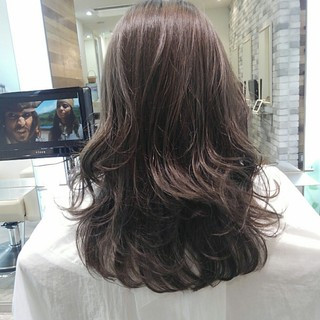 アッシュ 前髪あり ロング ウェーブ ヘアスタイルや髪型の写真・画像