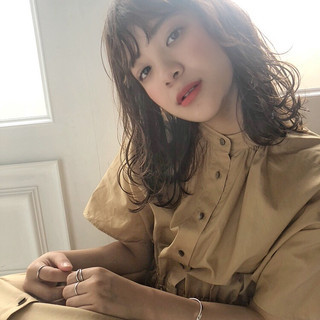 ゆるふわパーマ ベージュ デート 大人かわいい ヘアスタイルや髪型の写真・画像
