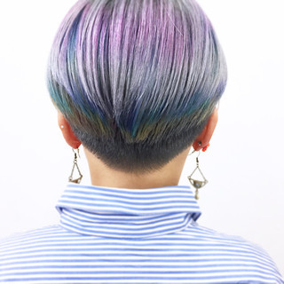 ボブ 刈り上げ カラフルカラー モード ヘアスタイルや髪型の写真・画像