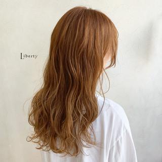ロング ナチュラル オレンジ オレンジベージュ ヘアスタイルや髪型の写真・画像