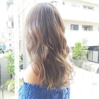アッシュグレージュ コンサバ グレージュ ロング ヘアスタイルや髪型の写真・画像