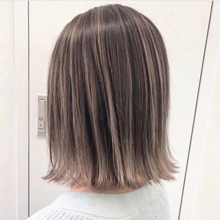 エレガント バレイヤージュ ベージュ ミディアム ヘアスタイルや髪型の写真・画像