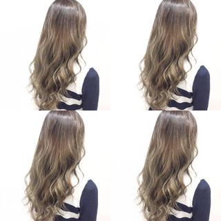 アッシュベージュ ガーリー ロング アッシュ ヘアスタイルや髪型の写真・画像