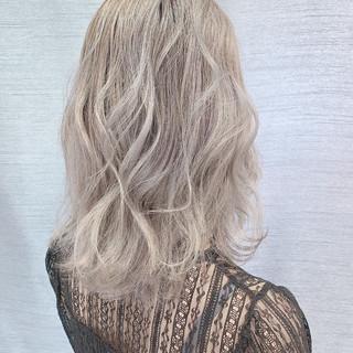 イルミナカラー おしゃれさんと繋がりたい ホワイティベージュ ブリーチ ヘアスタイルや髪型の写真・画像