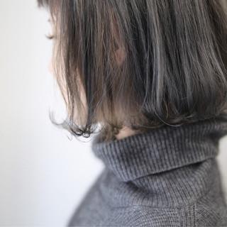 グレージュ アッシュ 外国人風カラー モード ヘアスタイルや髪型の写真・画像 ヘアスタイルや髪型の写真・画像