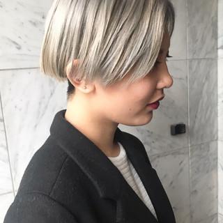 カジュアル ホワイトカラー ハイトーンカラー ショート ヘアスタイルや髪型の写真・画像