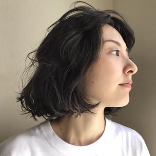ナチュラル リラックス ウェーブ パーマ ヘアスタイルや髪型の写真・画像