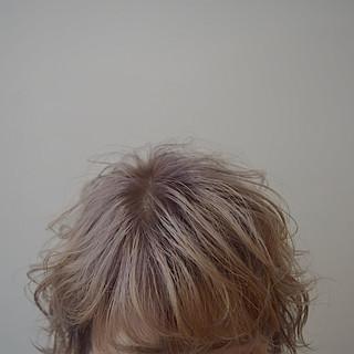 ショート ブロンドカラー ホワイトベージュ ナチュラル ヘアスタイルや髪型の写真・画像