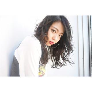 外国人風 暗髪 黒髪 ストレート ヘアスタイルや髪型の写真・画像