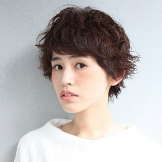 暗髪 ショート ナチュラル 外国人風 ヘアスタイルや髪型の写真・画像