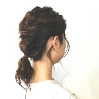 ローポニーテール ミディアム フィッシュボーン ロープ編み ヘアスタイルや髪型の写真・画像