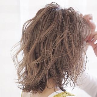 ハイトーンカラー ミディアム 透け感ヘア ナチュラル ヘアスタイルや髪型の写真・画像