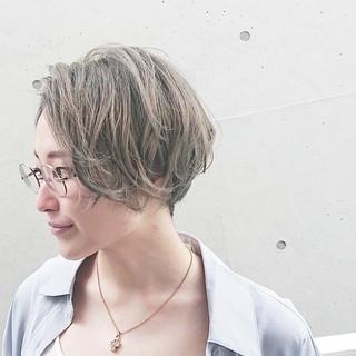 オリーブアッシュ ショートヘア ショートボブ ハンサムショート ヘアスタイルや髪型の写真・画像