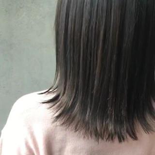 おフェロ 外ハネ イルミナカラー ミディアム ヘアスタイルや髪型の写真・画像