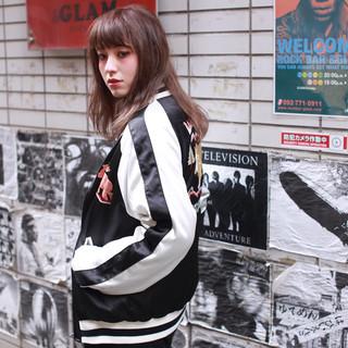 外国人風 アッシュ セミロング モード ヘアスタイルや髪型の写真・画像 ヘアスタイルや髪型の写真・画像