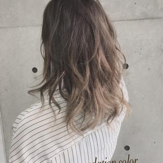 ガーリー セミロング ゆるふわ グラデーションカラー ヘアスタイルや髪型の写真・画像