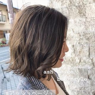 ナチュラル モテボブ アッシュベージュ 切りっぱなしボブ ヘアスタイルや髪型の写真・画像