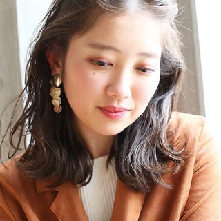 フェミニン 結婚式 外ハネ 簡単ヘアアレンジ ヘアスタイルや髪型の写真・画像
