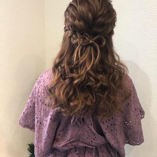 ガーリー ヘアセット ハーフアップ 編み込み ヘアスタイルや髪型の写真・画像