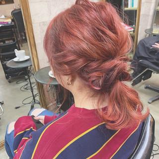 ハイトーンカラー ヘアアレンジ レッド セミロング ヘアスタイルや髪型の写真・画像
