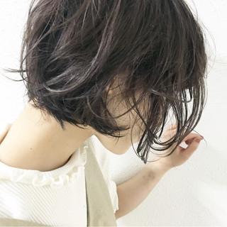 ウェーブ ナチュラル グレージュ アッシュ ヘアスタイルや髪型の写真・画像