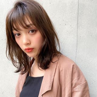 レイヤーカット 毛先パーマ 透明感カラー 大人可愛い ヘアスタイルや髪型の写真・画像