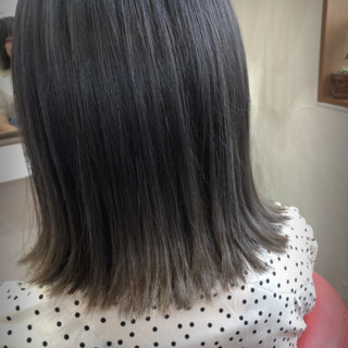 ミディアム ミルクティーグレージュ アッシュグレージュ グレージュ ヘアスタイルや髪型の写真・画像