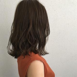 ナチュラル ロブ 波ウェーブ セミロング ヘアスタイルや髪型の写真・画像