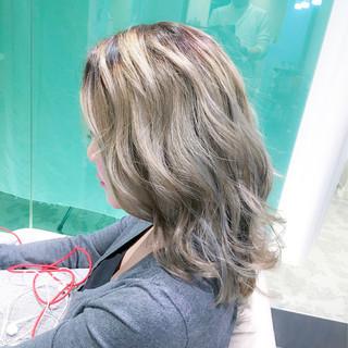 外国人風カラー グレージュ 上品 アッシュ ヘアスタイルや髪型の写真・画像