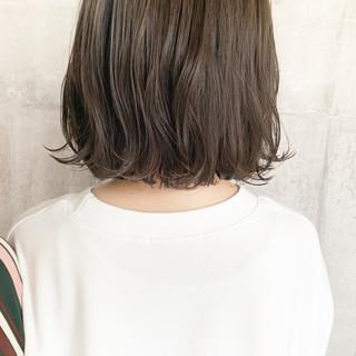 外国人風カラー ボブ ダブルカラー オリーブベージュ ヘアスタイルや髪型の写真・画像