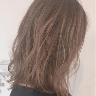 ミディアム ウェーブ 外国人風カラー アンニュイ ヘアスタイルや髪型の写真・画像