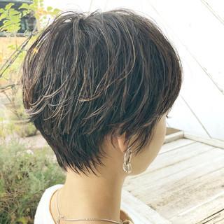 ショート アンニュイほつれヘア パーマ オフィス ヘアスタイルや髪型の写真・画像 ヘアスタイルや髪型の写真・画像