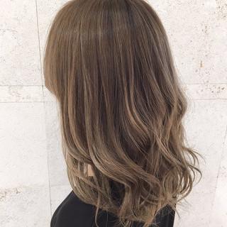 ヘアカラー セミロング ハイライト エレガント ヘアスタイルや髪型の写真・画像
