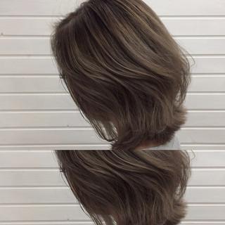ハイライト ストリート 外ハネ ミディアム ヘアスタイルや髪型の写真・画像