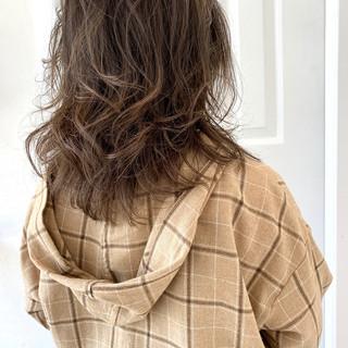 ブルーアッシュ アッシュブラウン ナチュラル アッシュ ヘアスタイルや髪型の写真・画像