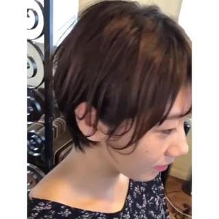 アンニュイほつれヘア 耳かけ ショートボブ ナチュラル ヘアスタイルや髪型の写真・画像