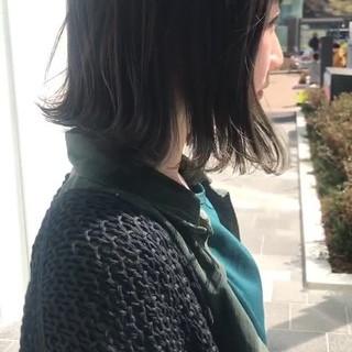 ミディアム 透明感カラー オリーブカラー ハイライト ヘアスタイルや髪型の写真・画像