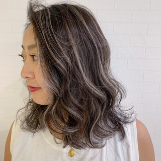 アウトドア オフィス ハイライト ミディアム ヘアスタイルや髪型の写真・画像